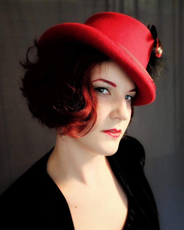 MARLENE RED FELT TOP HAT
