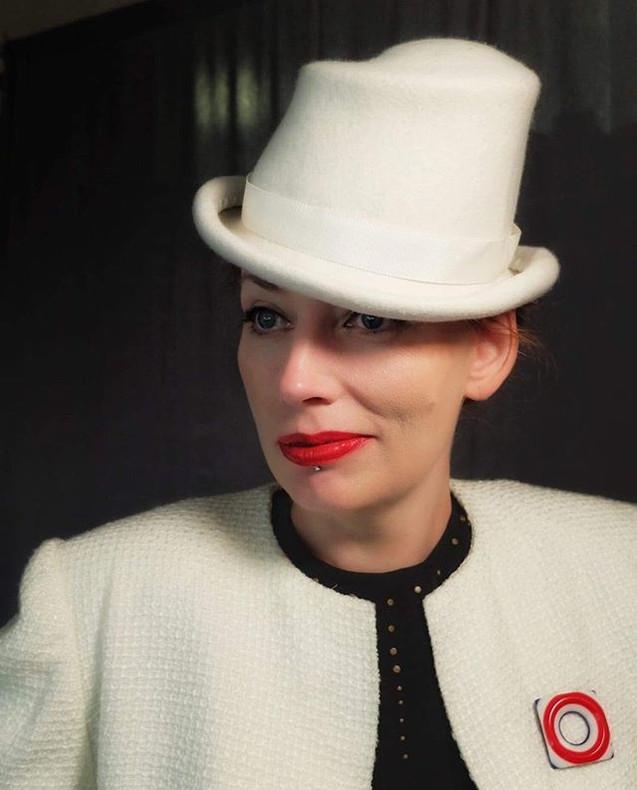 MARLENE WHITE FELT TOP HAT