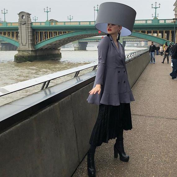 LONDON HAT WALK