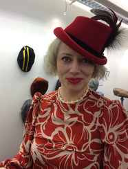 MARLENE RED FELT TOP HAT