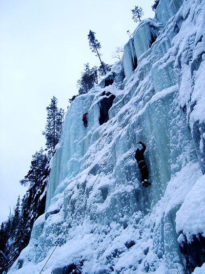Korouoma jääkiipeilyä