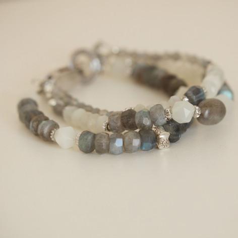 Boho-Chic Labradorite Pearl Bracelet