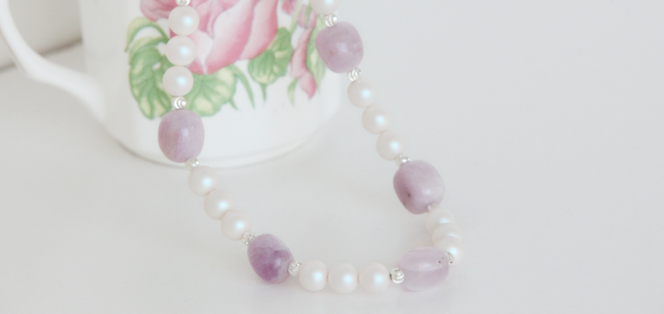 Kunzite & Swarovski white pearl necklace
