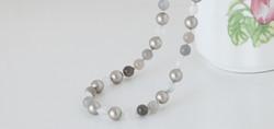Features Swarovski pearls