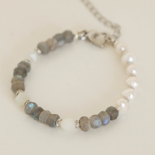 Boho-Chic Labradorite Bracelet