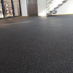 Steinteppich schwarz Autohaus (2).jpg