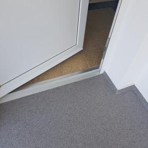 Laubengang_Anschluss_Eingangstüre.jpg