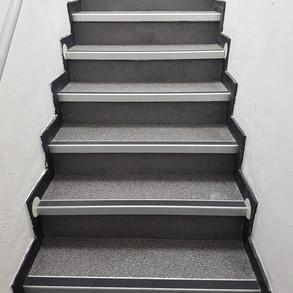 Treppe Einstreubelag.jpg
