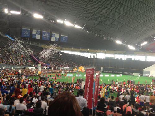会場の札幌ドーム。色々な形に変化しますね。