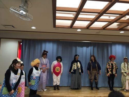 〇uのCMでおなじみ三太郎の踊り