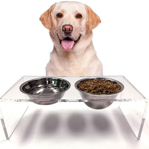 מתקן מעוצב לאוכל ושתיה לכלבים וחתולים
