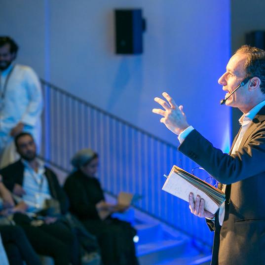 طارق عثمان: مستقبلان للعالم العربي