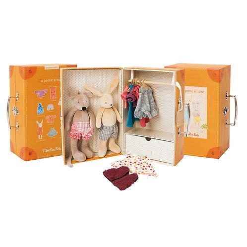 Moulin Roty - Valigetta armadio con pupazzi e accessori!