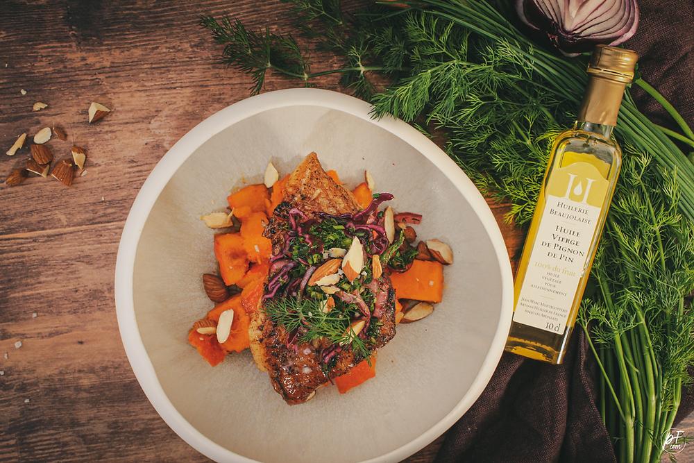 Daurade Sébaste à l'unilatéral, Potimarron et Condiments à l'huile vierge de pignon de pin Huilerie beaujolais création innovation culinaire stylisme culinaire