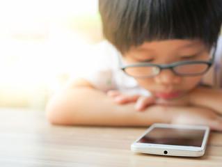 Depressão, falta de atenção e muito mais sobre o abuso do celular na infância.