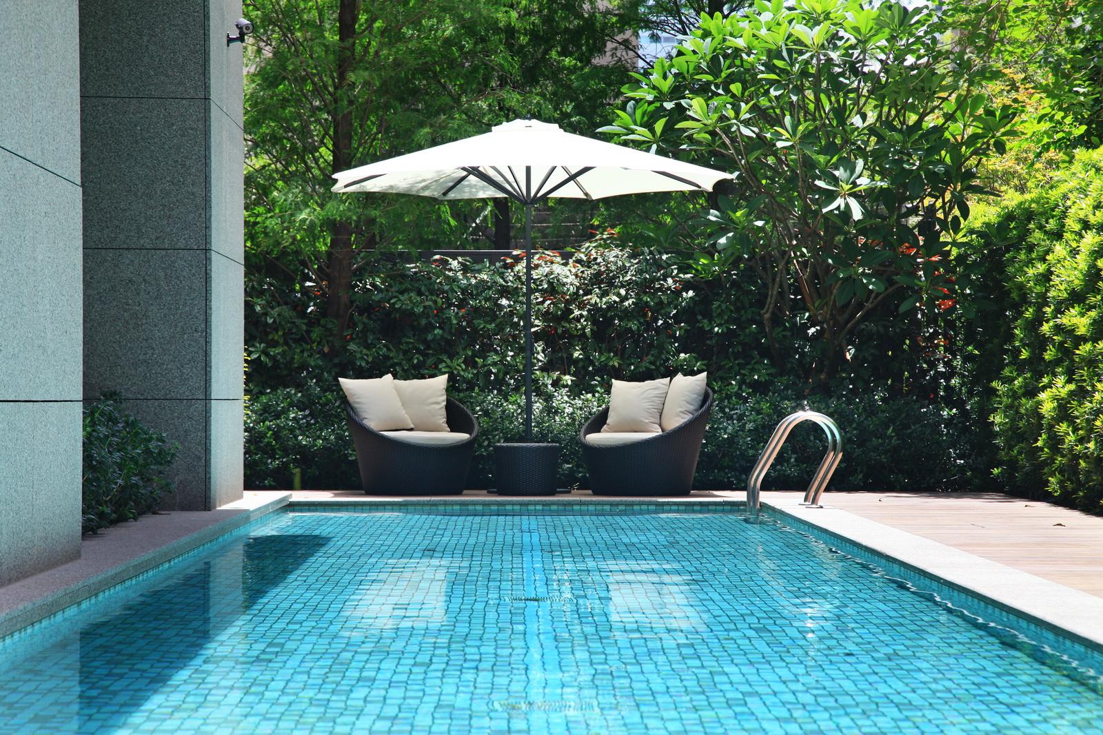 高背圓沙發 / 經典太陽傘