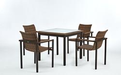 坎伯爾一 / 一桌四椅(有後框)