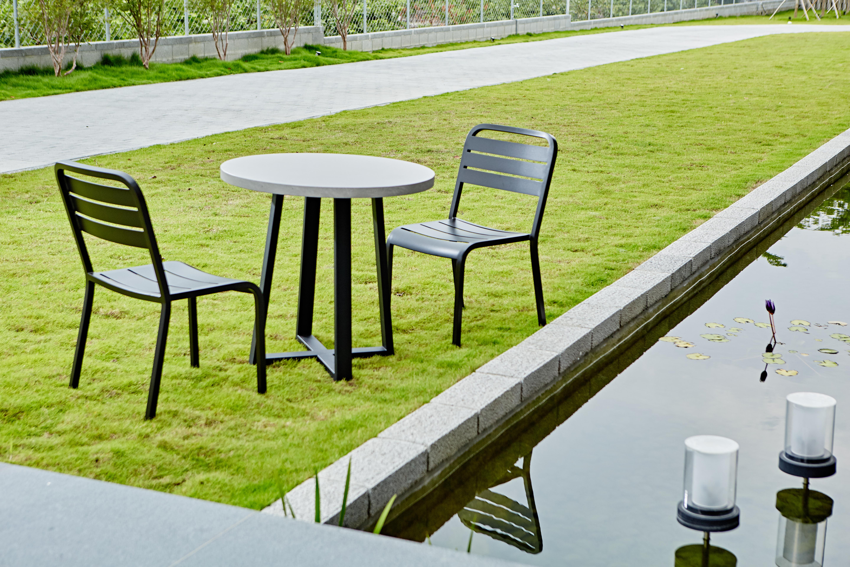 Lavastone系列 圓桌/黑色鋁板椅