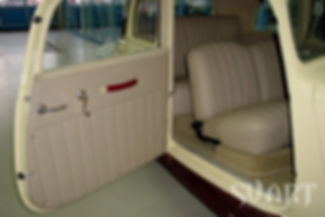 новый салон ретро автомобиля