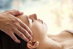 Reiki, terapia de equilíbrio físico, menta e emocional pela imposição de mãos.