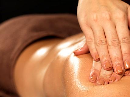 Massagem terapêutica para dissolver nódulos e tensões.