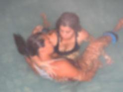 Watsu, terapia corporal aquática em água aquecida que relaxa, acalma e equilibrar corpo, mente e emoções.