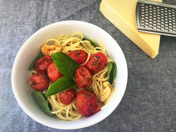 Macarrão com tomate confit