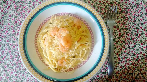 Linguine al limone com camarão