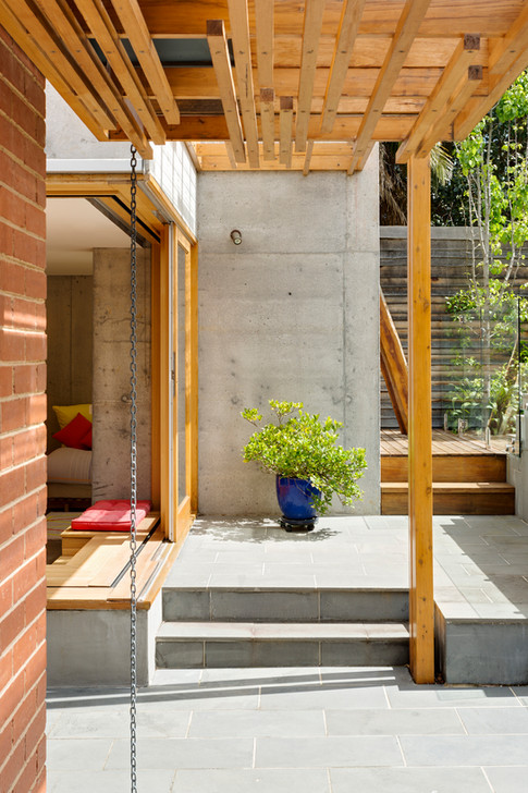 https://www.domain.com.au/living/how-the-evolving-family-home-has-caused-the-rise-of-backyard-buildings-20170513-gvthdg/  http://homeworlddesign.com/home-office-ande-bunbury-architects/