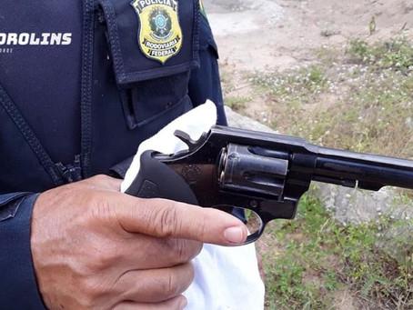 Homem detido pela PRF é suspeito de homicídio, estava com uma arma de fogo e o carro era roubado