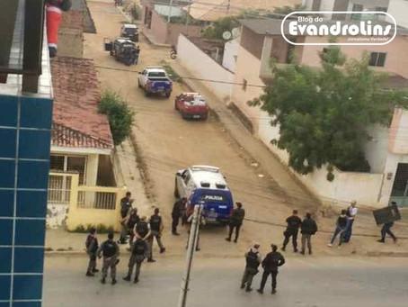 Bandidos fazem família refém e acabam mortos em troca de tiros com a Polícia em Surubim