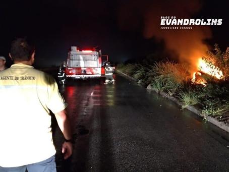 Agentes da CTTU de Toritama localizam veículo com corpo em chamas na BR 104