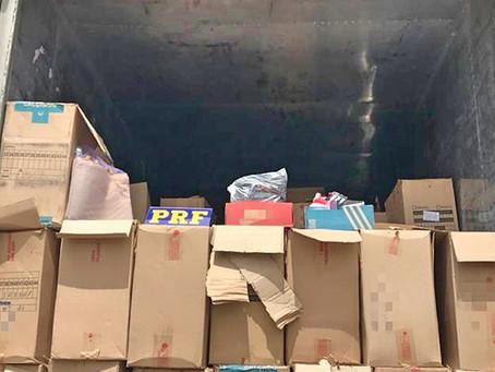 PRF apreende caminhão carregado com calçados falsificados em Caruaru