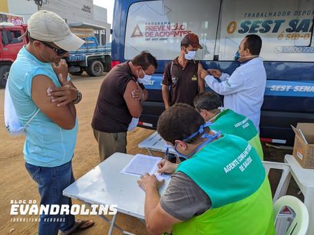 Caminhoneiros são vacinados contra a gripe H1N1 em Toritama