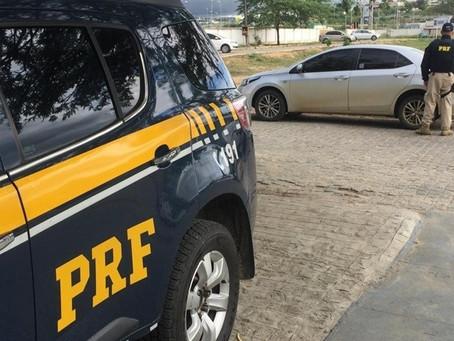 Condutor é detido com carro de luxo roubado, às margens da BR-104