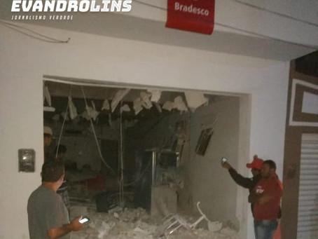 Bandidos explodem posto do Bradesco em Vertente do Lério