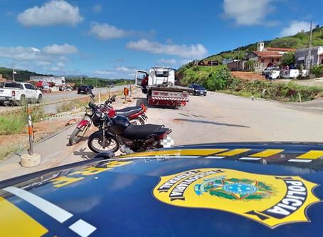 Operação 'Feiras Clandestinas' coíbe estacionamento irregular na BR-104, em Taquaritinga do Norte