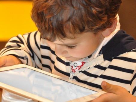 Oftalmologista alerta para riscos de exposição excessiva de crianças a telas