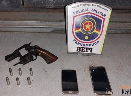 BEPI apreende moto clonada e arma de fogo em Toritama