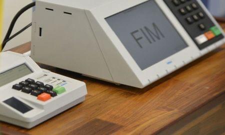 Presidente do TSE veta biometria nas eleições para evitar aglomeração e fila em meio à pandemia