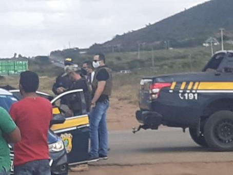 Homens são detidos após desobedecer ordem de parada pela Polícia Rodoviária Federal em Toritama
