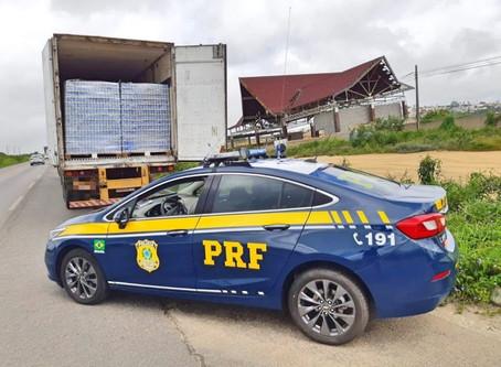 Carga com 110 mil latas de cerveja sem nota fiscal é retida pela PRF em Garanhuns