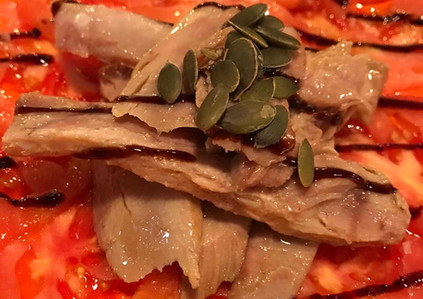 Ensalada ventresca y tomate_La Cueva de Lola