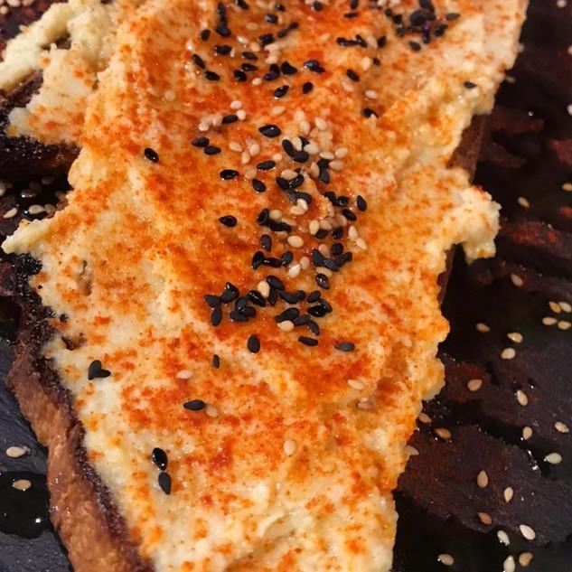 Tosta hummus_La Cueva de Lola