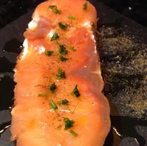Tosta salmón y queso_La Cueva de Lola