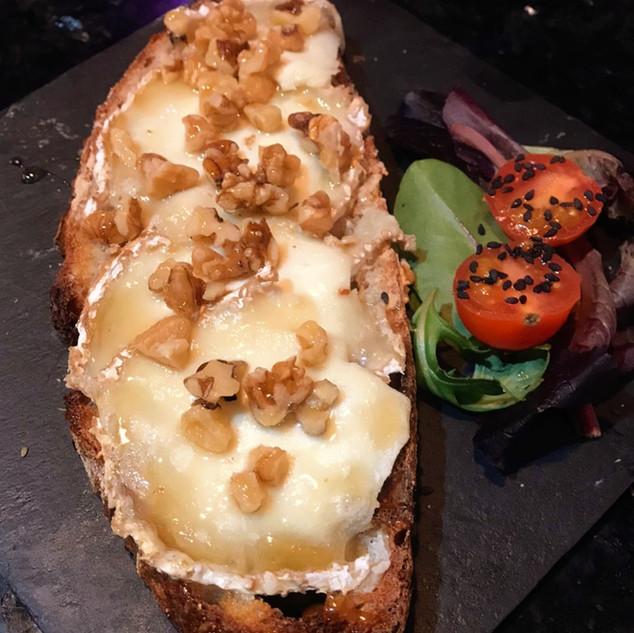 Tosta queso de cabra_La Cueva de Lola