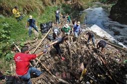 Cleaning Costa Rica Communities