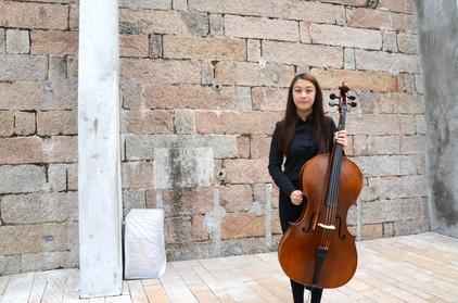 Karina, Cello