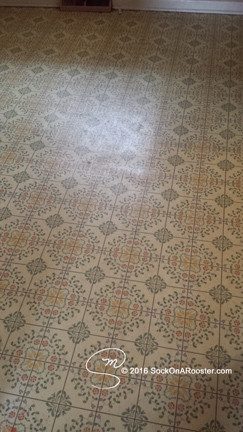 Linoleum or vinyl kitchen flooring BEFORE picture Copyright 2015 Marla Baxter Sanderson