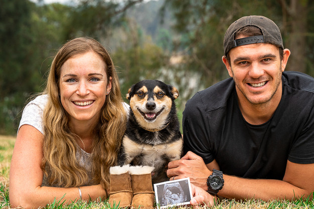 Pregnancy-announcement-photo-family-with-dog